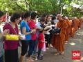 Ritual Pindapata Awali Perayaan Waisak di Wihara Dharmmacakka