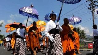 VIDEO: Kirab Budaya Waisak, Penghormatan untuk Sang Buddha