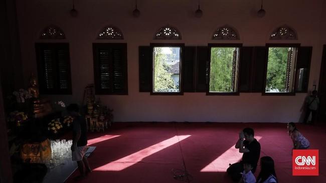Dalam sejarahnya, Wihara ini pendiriannya dirintis sejak awal 1980an yang digagas Biksu Sombat. Hal itu diimpikannya karena di Jakara belum ada wihara yang sesuai bagi biksu Theravada seperti dirinya. (CNNIndonesia/Adhi Wicaksono)