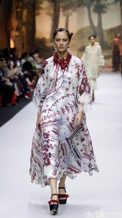 Foto: 15 Inspirasi Busana Lebaran dari Desainer Indonesia