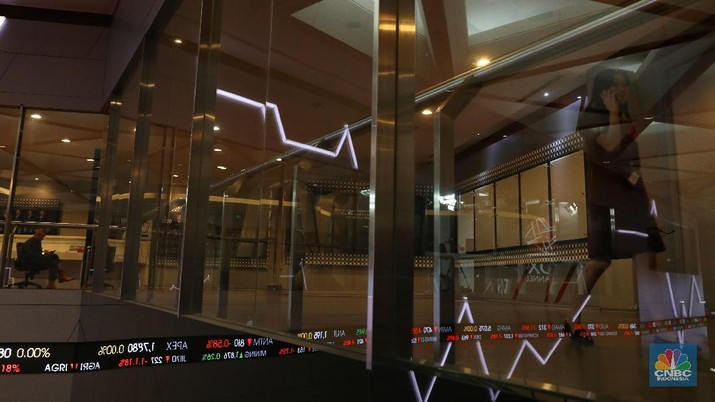 Penurunan harga ketiga saham disebabkan sentimen pasar saham yang kurang mendukung kinerja ketiganya.