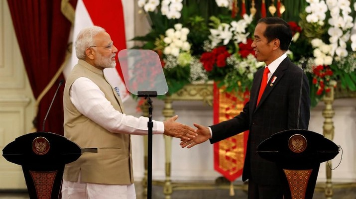 PM Narendra Modi & Indonesian President Joko Widodo at Joint Press Statement at the presidential palace in Jakarta. Image: Reuters/Darren Whiteside