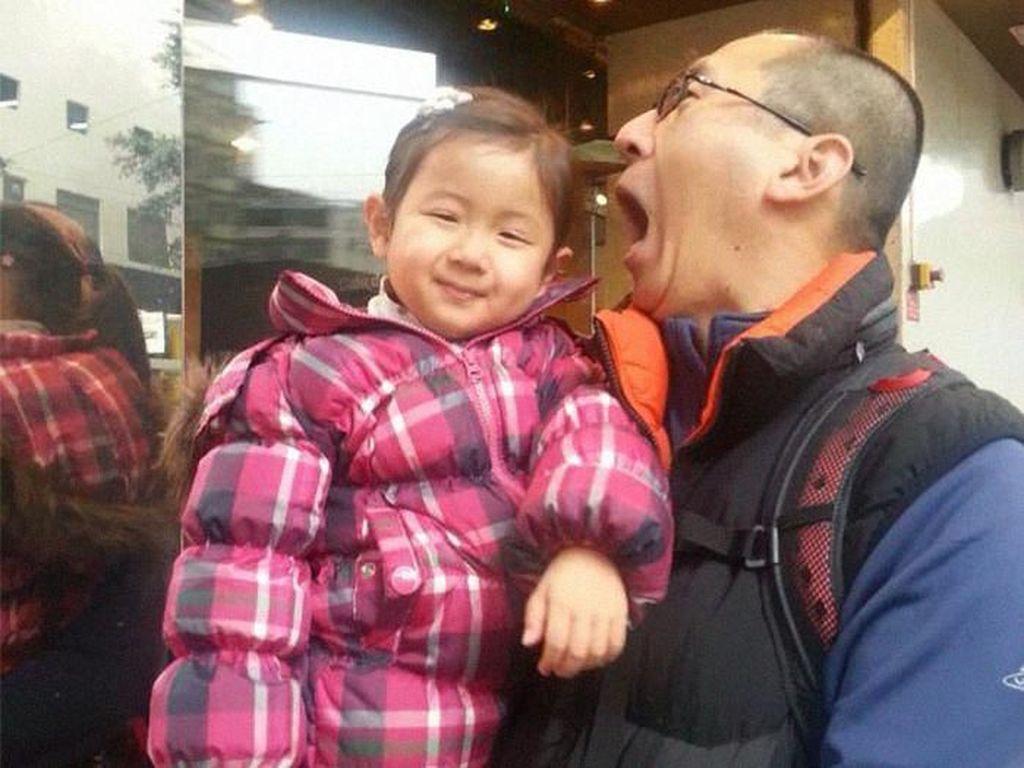 Viral, Foto Kedekatan Ayah-Anak Selama 10 Tahun yang Menghangatkan Hati