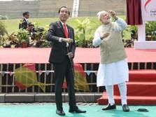 Keseruan Jokowi dan PM India Bermain Layang-layang di Monas