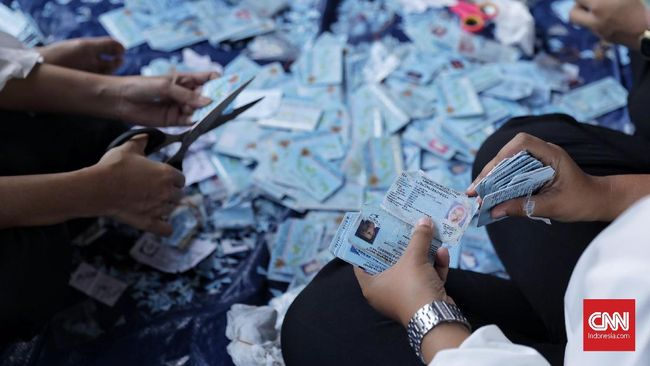 Sejumlah e-KTP Ditemukan Tercecer di Duren Sawit