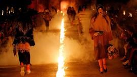FOTO: Kobaran Api di Peragaan Busana Gucci