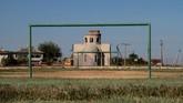 Sebuah rumah khas warga desa Zhuravli, Crimea, masih terlihat asri. (REUTERS/ Pavel Rebrov)