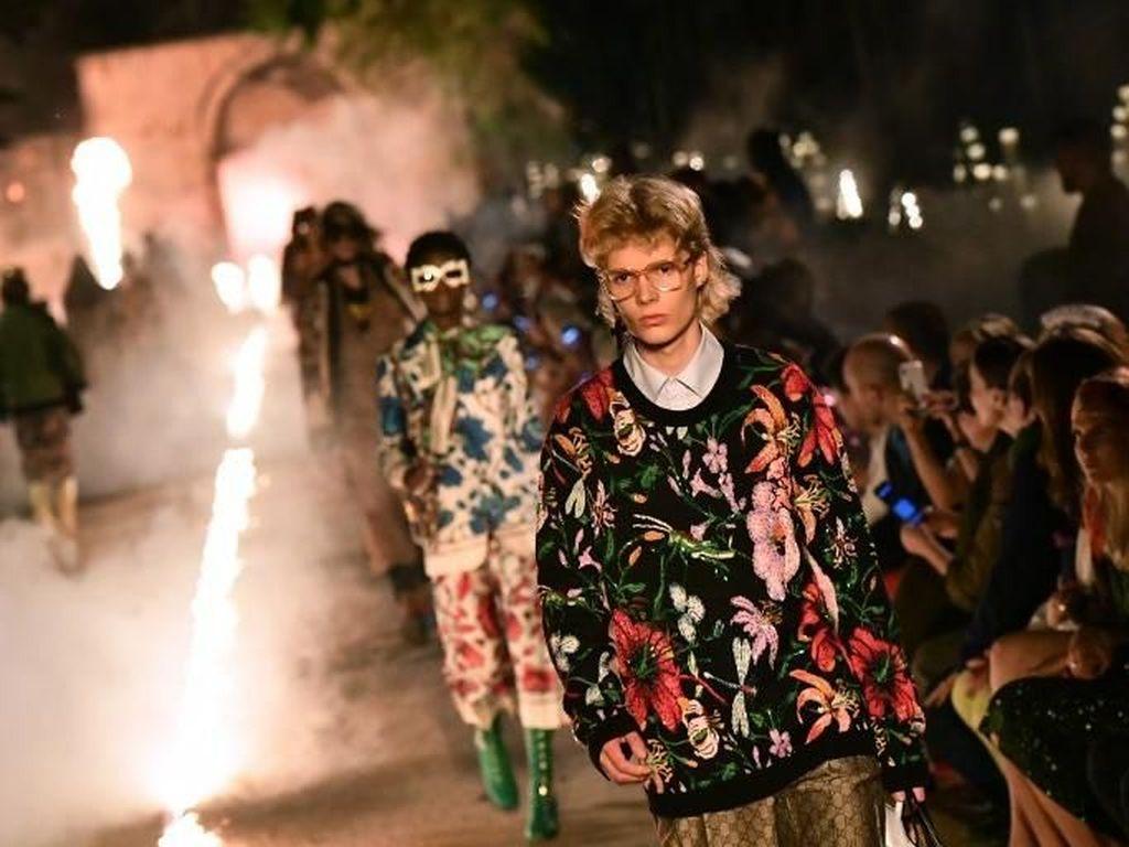 Foto: Hiii.. Gucci Gelar Fashion Show di Kuburan Kuno