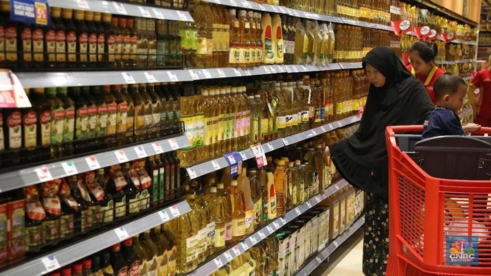 Corona sempat memicu panic buying di toko-toko ritel.