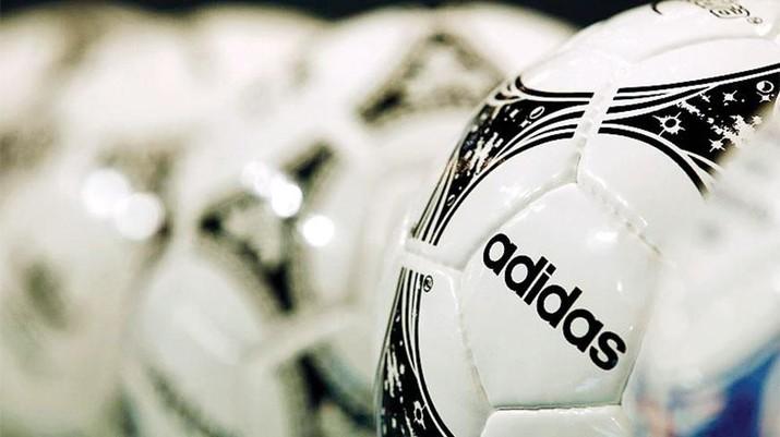 Adidas AG melaporkan kenaikan laba bersih kuartal pertama sebesar 17%.