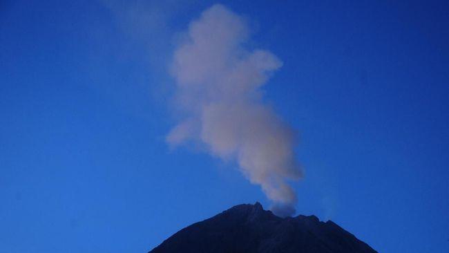 Gunung Merapi Letuskan Awan Panas 800 Meter