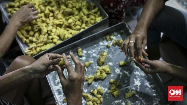Produsen kue kering Pusaka Kwitang merupakan usaha turun temurun yang dimulai sejak tahun 1990. (CNN Indonesia/ Hesti Rika)