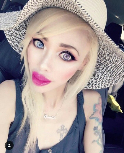 Potret Wanita Terobsesi Jadi Barbie, Tapi Malah Disebut Mirip Annabelle
