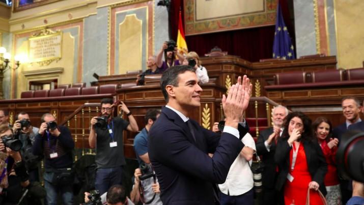 Netizen teralihkan perhatiannya oleh wajah Perdana Menteri Spanyol Pedro Sanchez yang menurut mereka tampan.