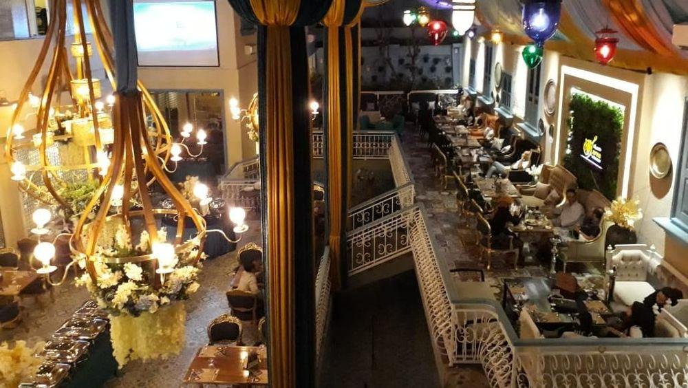 Restoran yang bernuansa arab ini menawarkan masakan timur tengah dengan khas negara Yaman dan Libanon.