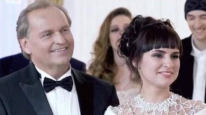 Pernikahan itu terjadi setelah Yulia Sveshnikova mengikuti acara reality show untuk mencarikan istri bagi pengusaha minyak asal Rusia.