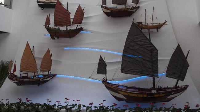 Museum ini menyimpan berbagai bentuk peninggalan jejak penyebar Islam dari masa lalu, seperti replika perahu tradisional. Perahu tradisional ini digunakan oleh pelaut China untuk berdagang, sekaligus membuka peluang Islam masuk ke negara tersebut.(ANTARA FOTO/Nyoman Budhiana)