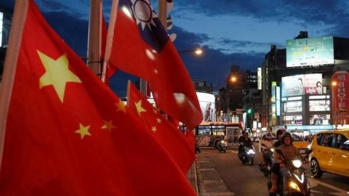 Memanasnya perang dagang, meningkatnya kebangkrutan korporasi, dan penurunan tajam nilai tukar yuan terhadap dolar menimbulkan kekhawatiran China.