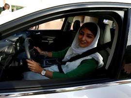 Larangan Mengemudi Dicabut, Perempuan Saudi Turun ke Jalan