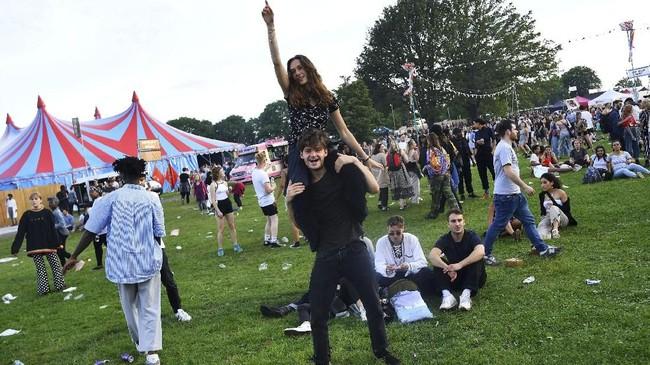 Setiap tahunnya, Field Day Festival di adakan di taman di London. Acara pertama kali diadakan pada 11 Agustus 2007 di Victoria Park, London. (REUTERS/Dylan Martinez)