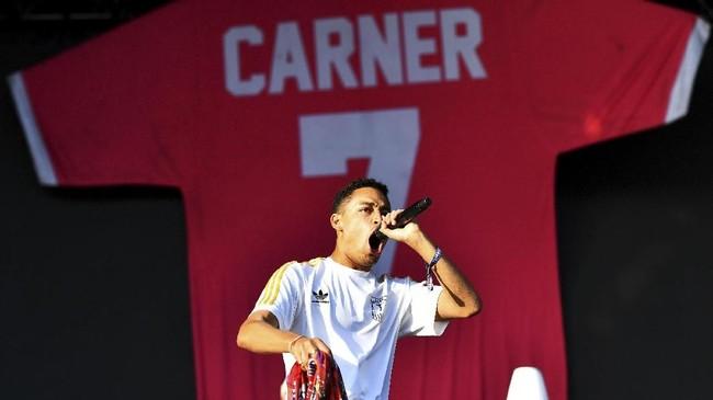 Musisi di Inggris diundang manggung di Field Day Festival, salah satunya Loyle Carner. (REUTERS/Dylan Martinez)