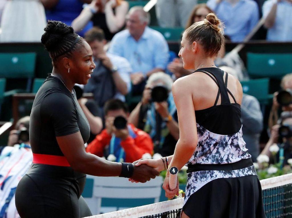 Pakaian itu dia kenakan sejak papa pertama saat mengalahkan Kristyna Pliskova 7-6 (7-4), 6-4 pada Selasa (29/5/2018). (Foto: Pascal Rossignol/Reuters)