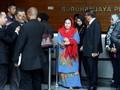 Tiga Jam Diperiksa KPK, Netizen Komentari Pakaian Istri Najib