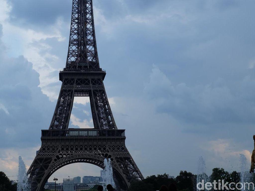Foto: Menara Eiffel yang Selalu Memesona Dilihat dari Segala Sudut