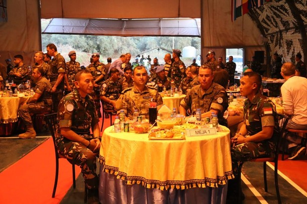 Satgas Indobatt Bukber dengan Pasukan Multinasional Unifil di Lebanon