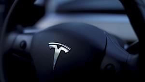 Proses Privatisasi Diusut, Saham Tesla Anjlok