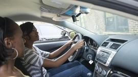 Bercanda Dalam Mobil Kurangi Konsentrasi Pengemudi