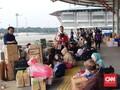 Terminal Pulo Gebang Dipadati Pemudik