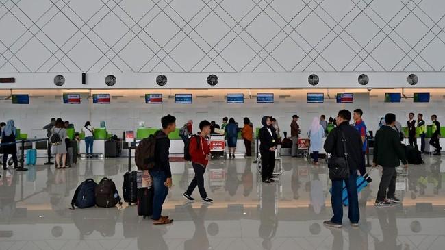 Terminal Baru Bandara Ahmad Yanimerupakan bandara terapung di atas air yang pertama di Indonesia dengan investasi mencapai Rp2,2 triliun.(ANTARA FOTO/R. Rekotomo/ama/18)
