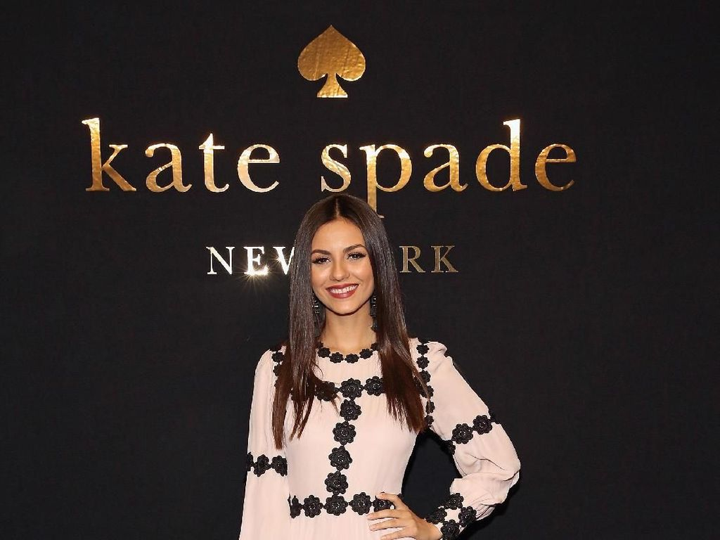 10 Selebriti Stylish Pakai Rancangan Kate Spade