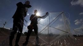 FOTO: Palestina Serbu Israel dengan Layang-layang