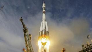 Sore Ini, 3 Astronaut Meluncur ke Stasiun Luar Angkasa