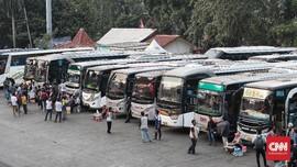 FOTO: Arus Mudik di Terminal Kampung Rambutan