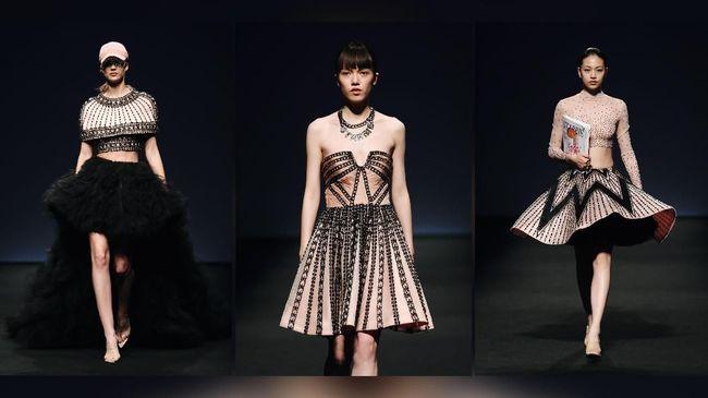Koleksi 'Barbie' Cantik Monica Ivena Pukau Runway Shanghai