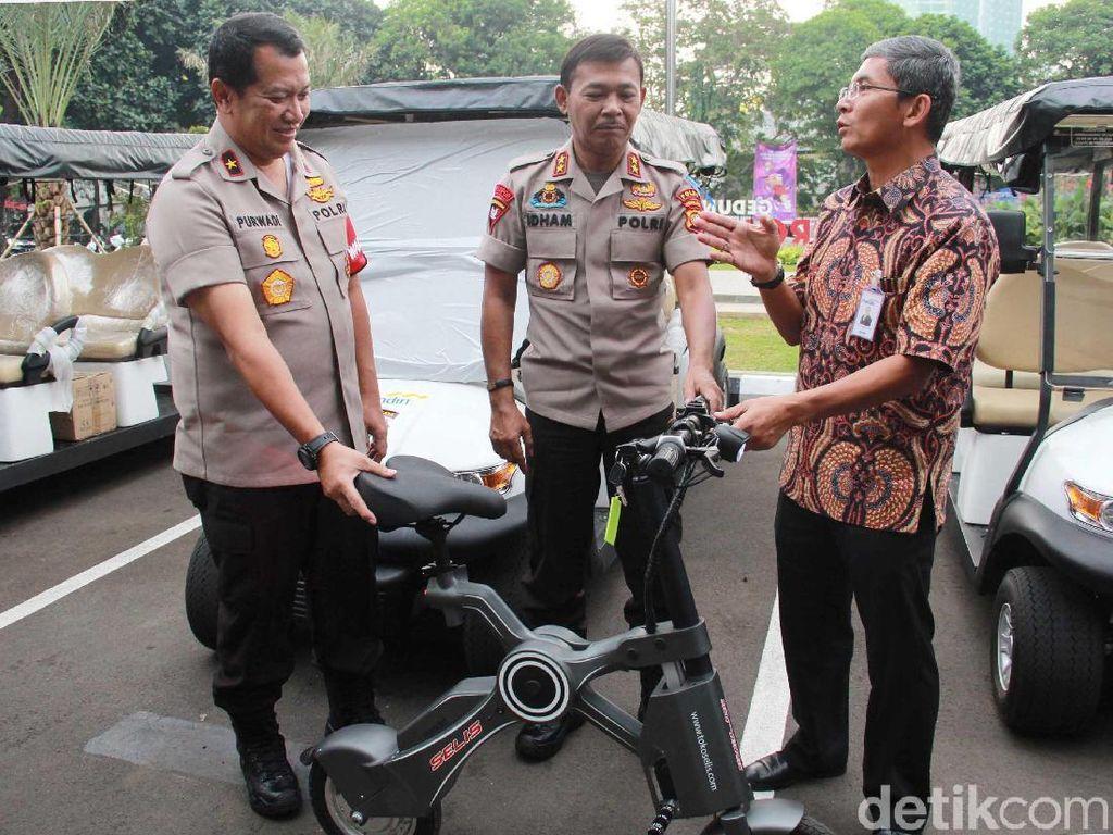 Tidak hanya pemberian 30 unit sepeda listrik, sebagai bentuk dukungan Bank Mandiri juga akan meningkatkan pelayanan kepada masyarakat dalam berbagai layanan di bidang perbankan.