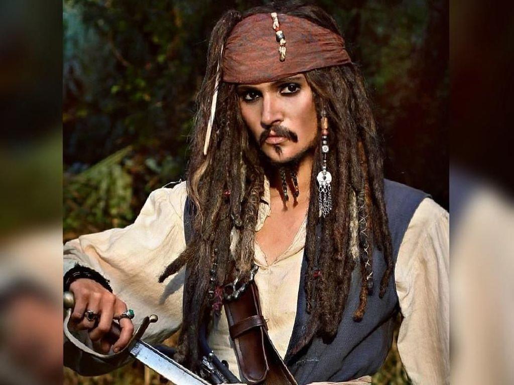 Keren! Wanita Cantik Ini Bisa Berubah Mirip Johnny Depp hingga Gal Gadot