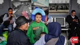FOTO: Mudik ke Kampung Halaman dari Stasiun Pasar Senen