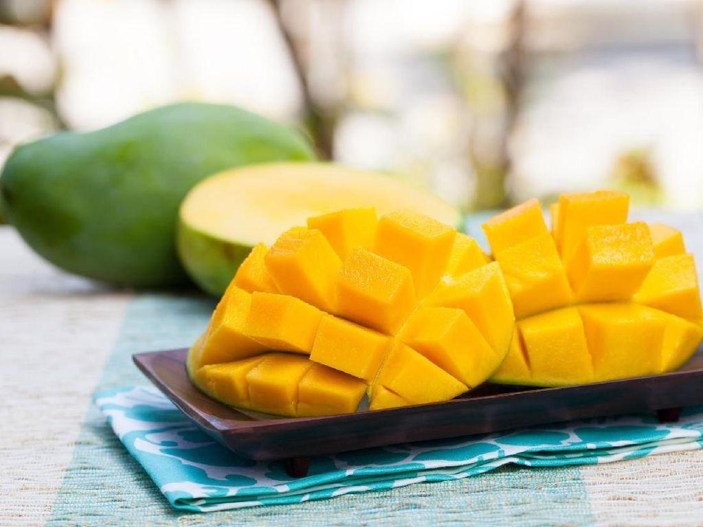 Kabar Baik Buat Penyuka Mangga, Perut Kamu Bisa Lebih Sehat Makan Buah Ini