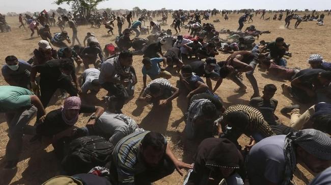 Bentrokan itu terjadi lantaran kini masih ramai konflik Palestina dan Israel. Apalagi belakangan ini tentara Israel menembaki warga Palestina dan menimbulkan kemarahan. Dua bulan lalu, bentrokan paling berdarah di Israel sejak 2014 pun terjadi. (REUTERS/Ibraheem Abu Mustafa)
