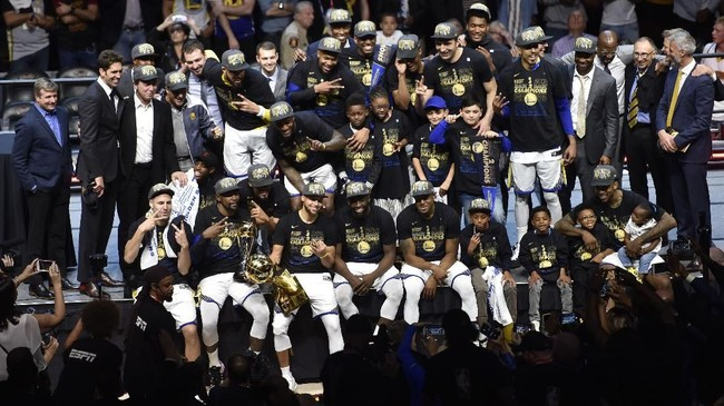 Jun 8, 2018; Cleveland, OH, USA; Golden State Warriors owner Peter Guber kisses the Larry O'Brien Championship Trophy after beating the Cleveland Cavaliers in game four of the 2018 NBA Finals at Quicken Loans Arena. Mandatory Credit: Kyle Terada-USA TODAY Sports