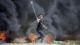 Sementara itu, Palestina menyebut protes itu adalah suara lantang atas penderitaan di jalur Gaza yang mereka terima selama lebih dari satu dekade. Apalagi kemudian, Palestina dan Israel memanas karena AS memutuskan akan memindahkan gedung kedutaannya ke Yerusalem. (REUTERS/Mohammed Salem)