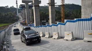 Miring 10 Derajat, Mobil Lawas Dilarang Lewat Kali Kenteng