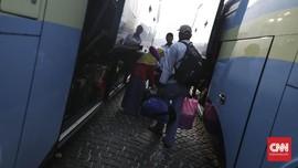 Mudik Gratis Impit 'Rezeki' Sopir Bus Antar Kota