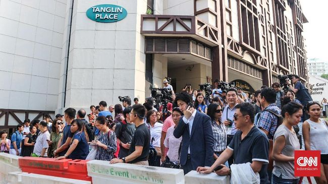 Warga Penuhi Hotel Sambut Kedatangan Kim Jong Un di Singapura