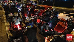 Kalimalang Macet Parah Imbas <i>One Way</i> Tol Cikampek