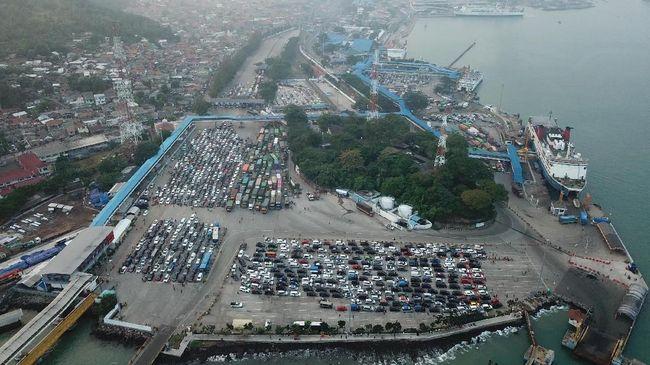 Puncak Mudik Kedua Pelabuhan Merak Diprediksi Malam Ini